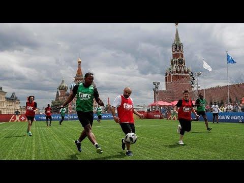 Αγώνας ποδοσφαίρου στην Κόκκινη Πλατεία