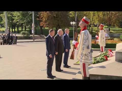 Președintele Timofti a depus flori cu prilejul Zilei Limbii Române
