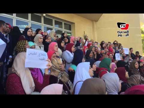 طلاب «علاج طبيعي» بجامعة مصر يهتفون ضد «منى مينا» بسبب تصريحاتها