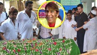 Comedy Actor Razak Khan's Funeral Ceremony | Rajpal Yadav, Makrand Deshpande