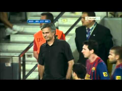 Mourinho suffers from messi smell (видео)