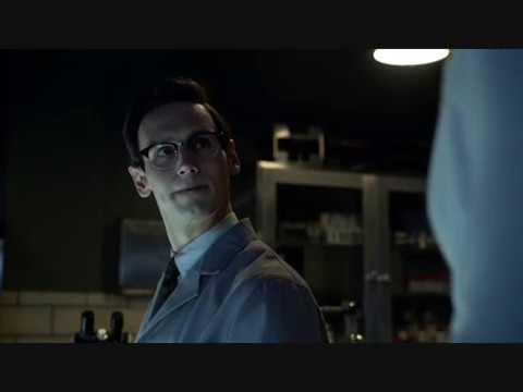 Cory Michael Smith (The Riddler) in TV Series Gotham S01E13 Scene #4