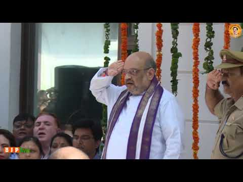 Shri Amit Shah hoisting tricolour at BJP headquarter | 15 August 2017