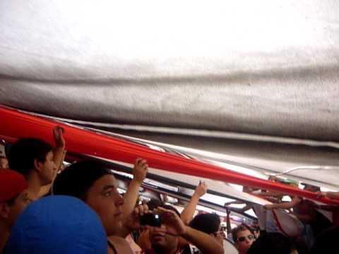 La hinchada abajo del telón- Corazón Funebrero - La Famosa Banda de San Martin - Chacarita Juniors