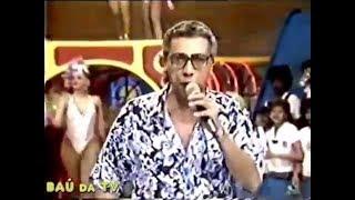 O comediante Paulo SIlvino comenta a época em que substitui o Velho Guerreiro Chacrinha em 1988, inclusive com a...