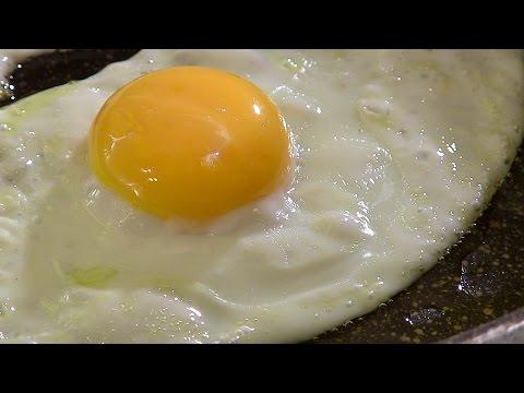 Video - Μόλις δείτε πως τηγανίζει αυτός ο σεφ το αβγό του, δεν θα το ξανά φάτε ποτέ με άλλον πρόπο