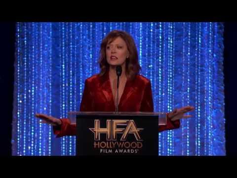 Susan Sarandon Presents the Actress Award to Natalie Portman - Hollywood Film Awards 2016