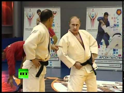 الرئيس الروسي يحصل على درجة  8 دان  في الكاراتيه