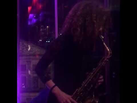 Sanne on sax lounge jazzy funky