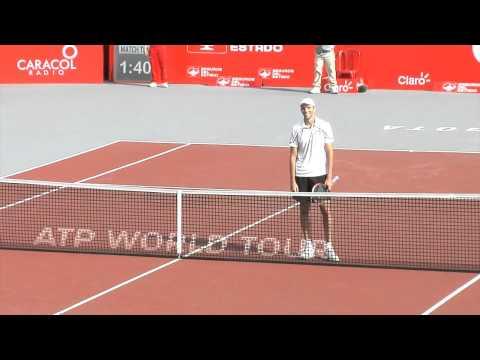 當這名職業網球選手輸球的時候,他用最出乎意料的方式祝賀他的對手...最後他贏了。