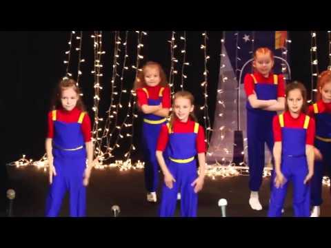 Новогодняя постановка 'Балаганчик'
