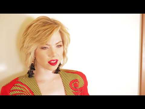 Behind The Scenes With Cosmo's November Cover Star, Carly Rae Jepsen