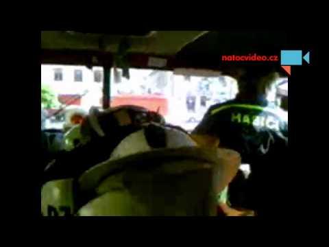 pohled z hasičského auta