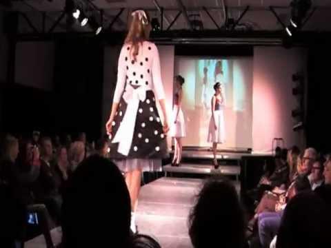 Modeshow (BSG 2013) Noa Coltof in eigen zwart/witte creatie ....