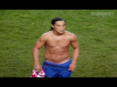 12 Times Ronaldinho Surprised The World