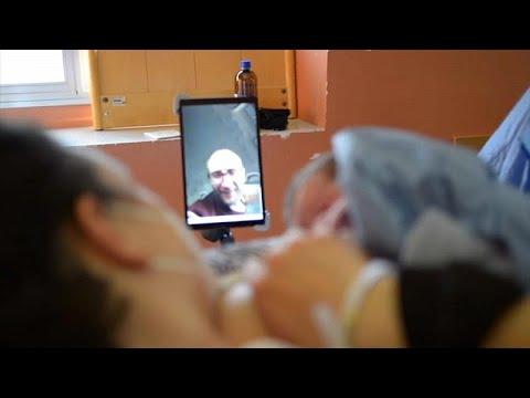 Γένοβα: Μπαμπάδες παρόντες στη γέννα μέσω… βιντεοκλήσης…