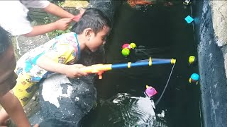 Video ZEFA MEMANCING DI KOLAM ANGRY BIRDS MP3, 3GP, MP4, WEBM, AVI, FLV Februari 2019