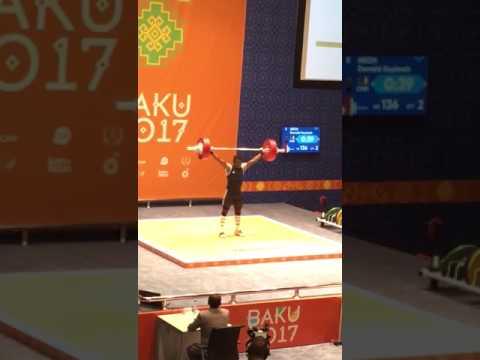 На Исламиаде в Баку штангист поднял 136 кг и перекрестился