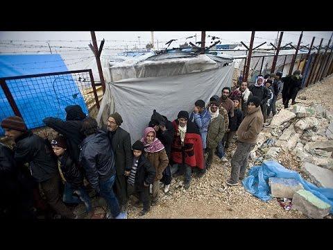 Συρία: Δεκάδες χιλιάδες πρόσφυγες περιμένουν να περάσουν στην Τουρκία