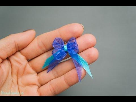 她先把緞帶纏在叉子上,1分鐘後就作出了我看過最完美的「精緻萬用裝飾」!