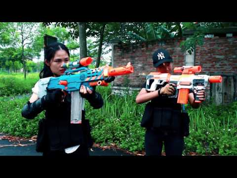 Superhero action Lady & Super Girl Nerf guns Zombies bite S.W.A.T Rescue people Nerf war