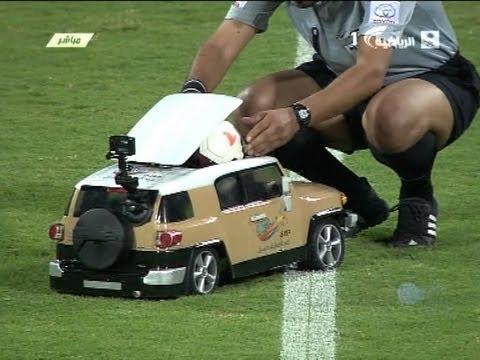 Вот как доставляют мячи судьям в Катаре