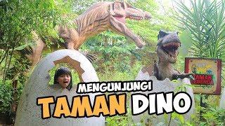 Video Dede Senja Dikejar Dinosaurus!!! - Menjelajah Jurasic Park - Taman Dinosaurus MP3, 3GP, MP4, WEBM, AVI, FLV Oktober 2018