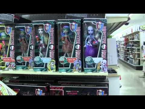 Monster High Shopping!!Man farts as he walks by us !!!LOL