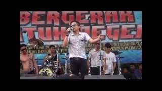 Video Tipe X - Kamu Nggak Sendirian (Live at Mayday Fiesta 2014 FSPMI Purwakarta) MP3, 3GP, MP4, WEBM, AVI, FLV Mei 2018