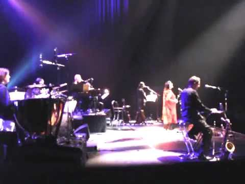 nana mouskouri world tour 2004-2005-bridge trouble water- .mp4