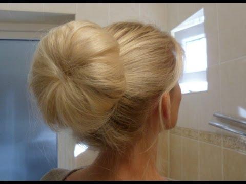 Объемный пучок при помощи носка или пончика для волос