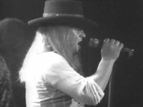 Lynyrd Skynyrd – Gimme Three Steps – 7/13/1977 – Convention Hall (Official)