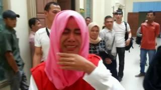 Video Terdakwa Pembunuhan Pingsan Usai Divonis MP3, 3GP, MP4, WEBM, AVI, FLV November 2018