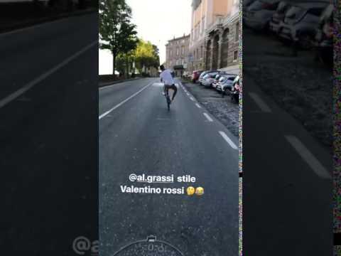 Grassi ciclista… impenna come Valentino Rossi!