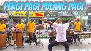 Musik angklung malioboro cover pergi pagi pulang pagi dangdut koplo by Carehal angklung jogja.Lagu pergi pagi pulang pagi dipopulerkan armada band