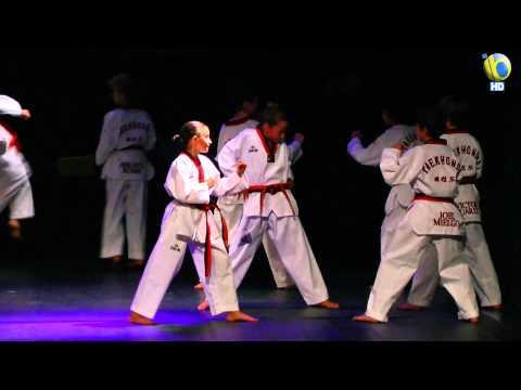 Xx nepal xx - Actuación del Mago Fernando Espí, David Olalla, Noemí González, Grupo de Taekwondo de Body Fitness, Rítmica Benavente y Iago.
