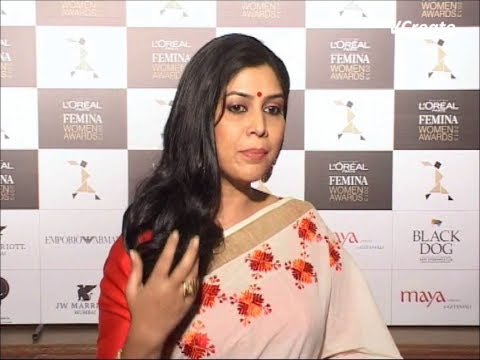 sakshi tanwar kiss - sakshi tanwar requests to save water this holi. For more news and videos of bollywood log on to : Bollywood News Villa http://www.youtube.com/vcreatesbollyne...