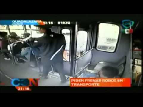 Cámaras de seguridad graban asalto a transporte público en Guadalajara