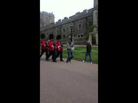 Macht Platz für die Queen's Guard!