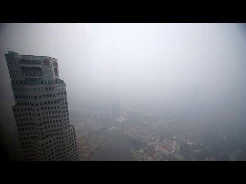 Πυκνή ομίχλη σκέπασε τη νότια Ασία