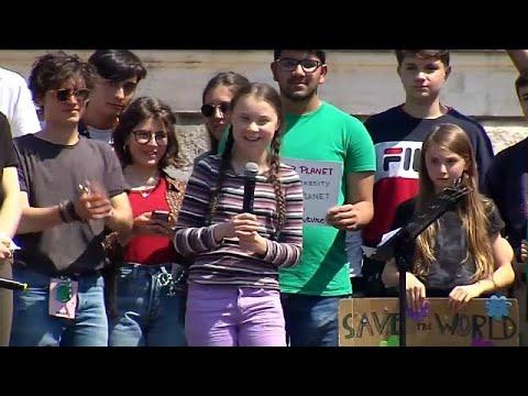 Η Γκρέτα Τούνμπεργκ διαδηλώνει στην Ρώμη