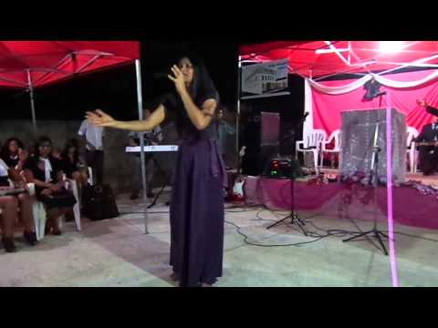 Cantora Alice Queiroz - Festa de irmas IBLR sambaiba 24.11.12.MP4