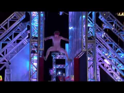 Espontaneo desnudo en American Ninja Warrior