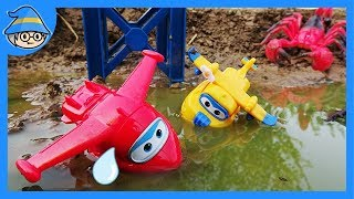 Video Super wings rescues the plane from spiders and scorpions. Super wings in the water. MP3, 3GP, MP4, WEBM, AVI, FLV Oktober 2018