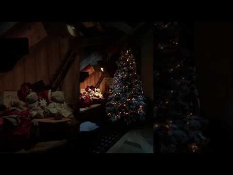 Albero di Natale nel salone con camino - Inverno 2016