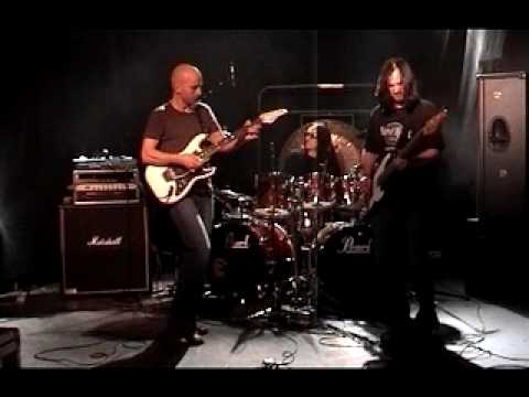 Stig alien - http://www.youtube.com/user/stigmathisen http://www.stigmathisen.com Joe Satriani Tribute - Surfing With the Alien. Guitar: Stig Mathisen Bass: Jack Espen Wi...