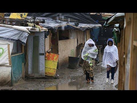 Γαλλία: Παραμένουν στη «ζούγκλα» του Καλαί ενώ εκπνέει το τελεσίγραφο για εκκένωση