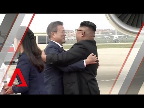 Kim Jong Un welcomes South Korea's Moon Jae-in in Pyongyang