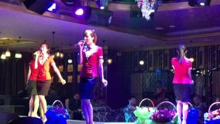 Yanji China  city images : North Korean waitresses singing at a restaurant in Yanji, China