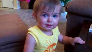 Smart Baby using sign language - 14 months old - Lilah